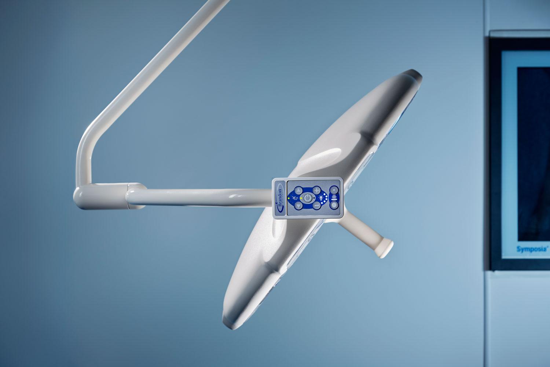 Quasar eLite lamp head and control pod sleek design